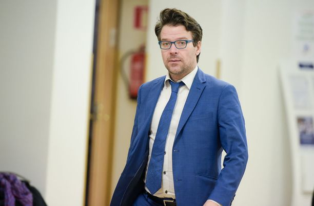 """Vihreiden puheenjohtajan Ville Niinistön mielestä Sebastian Tynkkysen saama tuomio uskonrauhan rikkomisesta on väärä. """"Ei ole tuomioistuinten tehtävä määritellä, mistä eri uskontojen jumalat voisivat loukkaantua"""", Niinistö sanoo."""