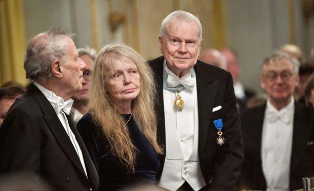 Ruotsin akatemian jäsenet Per Wastberg, Kristina Lugn ja Kjell Espmark osallistuivat joulukuussa 2017 akatemian vuosikokoukseen. Espmark ilmoitti erostaan perjantaina.