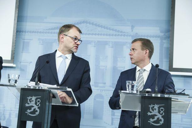 Keskustan puheenjohtajan Juha Sipilän ja kokoomuksen puheenjohtajan Petteri Orpon yhteinen hallitustaival päättyi torstaina.
