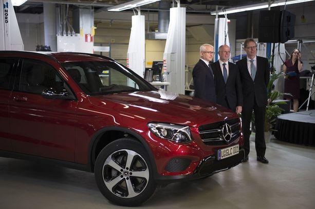 Tilaisuuden 140 kutsuvierasta tutustuivat Mercedes-Benz GLC-katumaasturin tuotantoprosessiin ja siihen kuuluvaan Suomen suurimpaan robottihitsaamoon.