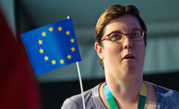 Europarlamentaarikko, vasemmistoliiton presidenttiehdokkaaksi valmistautuva Merja Kyllönen ei pidä kahden roolin yhdistämistä mahdottomana.