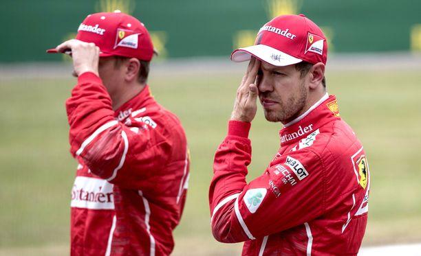 Sebastian Vettel ärsyyntyi Kimi Räikkösen takana ajamisesta.