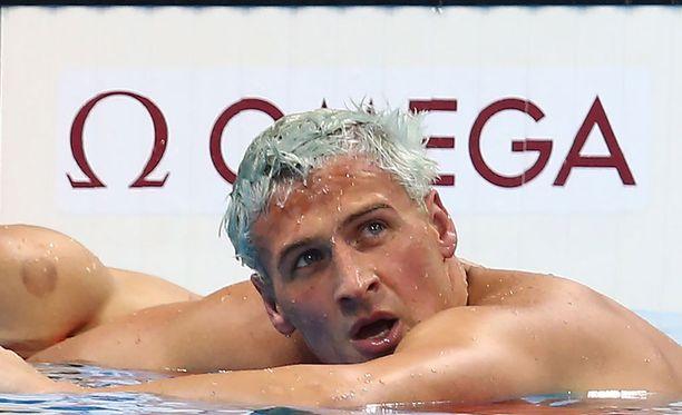 Ryan Lochte saa vaihtaa uimahousumerkkiä.