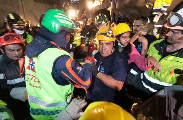 24-vuotias Krishna Kumari Khadka löydettiin raunioista viisi päivää maanjäristyksen jälkeen.