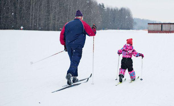Lukijat ovat huolissaan erityisesti pienistä hiihtäjistä.