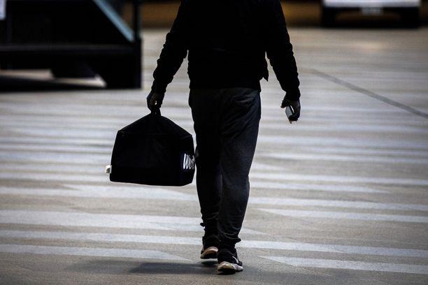 Wolt käsittelee työntekijöitään yrittäjinä, mikä on johtanut vilkkaaseen keskusteluun työlaisäädännön puutteesta.  Myös työ- ja elinkeinoministeriön työneuvosto on antanut aiheesta kaksi lausuntoa. Kuvituskuva.