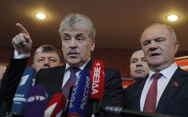 Gennadi Zjuganov (oik.) vetäytyi vaaleista monen yllätykseksi. Tilalle tuli Pavel Grudinin (vas.)