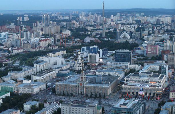 Veitsi-isku tapahtui maanantaina Jekaterinburgin suurkaupungissa.