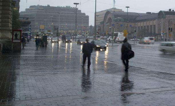 Sadekertymän arvioidaan olevan tulevina päivinä runsas. Paikoin vettä kertyy 10-20 milliä.