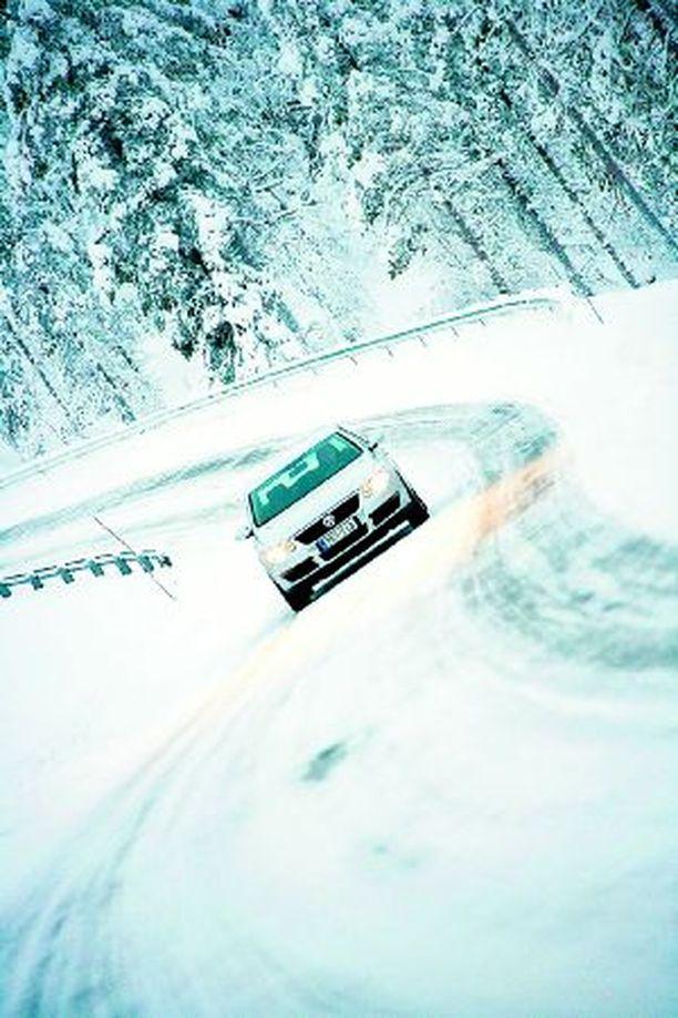 Huippurenkaat ovat parhaimmillaan lumella ja jäällä. Asvaltilla ajettavuus ei ole yhtä hyvä.