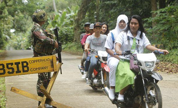 Filippiinien armeijan tiesulku maanantaina Sulun maakunnassa.