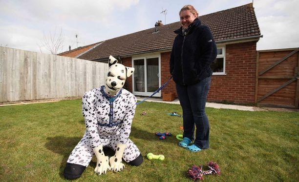 Tom on rohkaistunut riisumaan maskinsa ja kertomaan omilla kasvoillaan elämästään koiranpentuna.