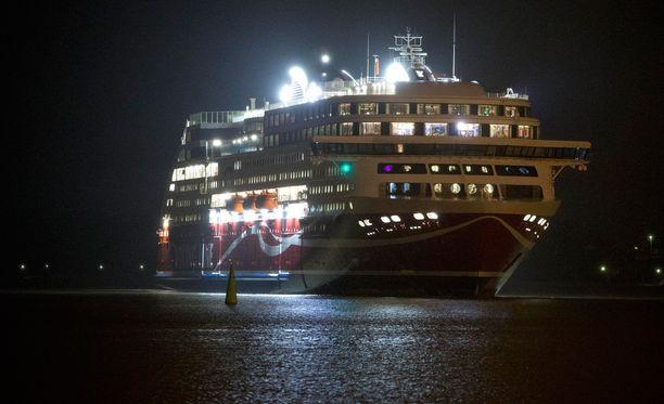 Mies putosi perjantain vastaisena yönä mereen Viking Gracelta. Arkistokuva.