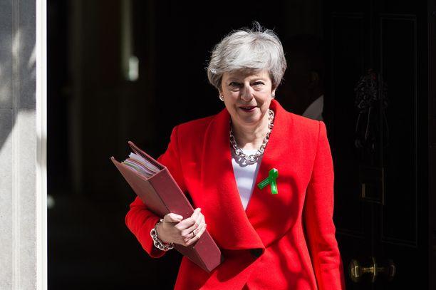 May antaa parlamentille vallan päättää, järjestetäänkö uuden brexit-lain läpimenon myötä myös uusi kansanäänestys.