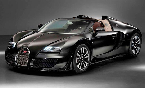 Bugattin muodot hivelevät silmää.