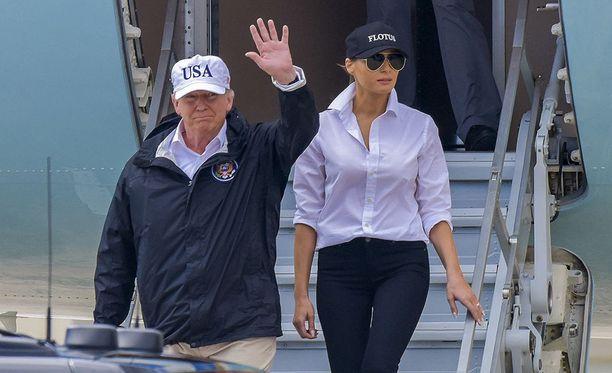 Presidentti Trump ja hänen vaimonsa Melania Trump vierailevat uudelleen Texasin tuhoalueilla lauantaina. Kuvassa presidenttipari Texasissa tiistaina.