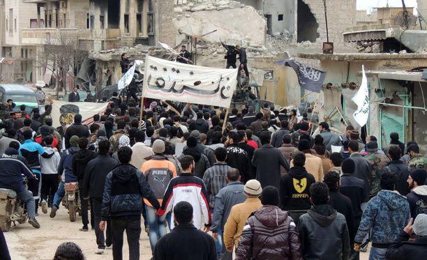 New York Timesin mukaan Raqqan alueelle lähetetään 400 amerikkalaissotilasta, joiden tehtävänä on auttaa kapinallisia kaupungin valtaamisessa.