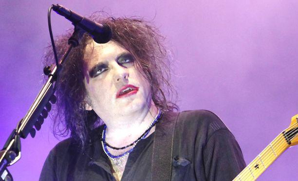 Robert Smith tuo yhtyeensä Suomeen ensi vuoden lokakuussa.