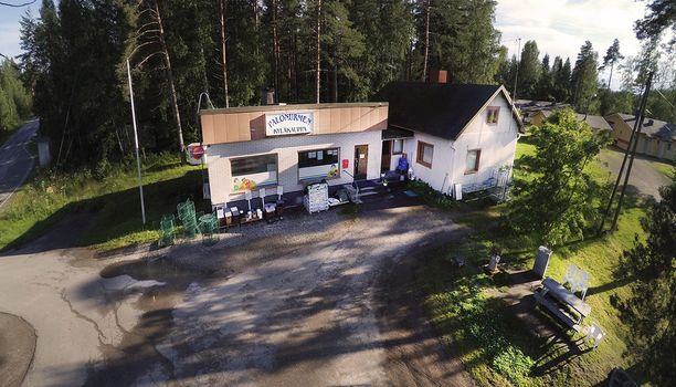 Ennätyssuuri lottovoitto osui porukalle, joka pelasi voittorivin Palonurmen kyläkaupalla Kuopiossa.