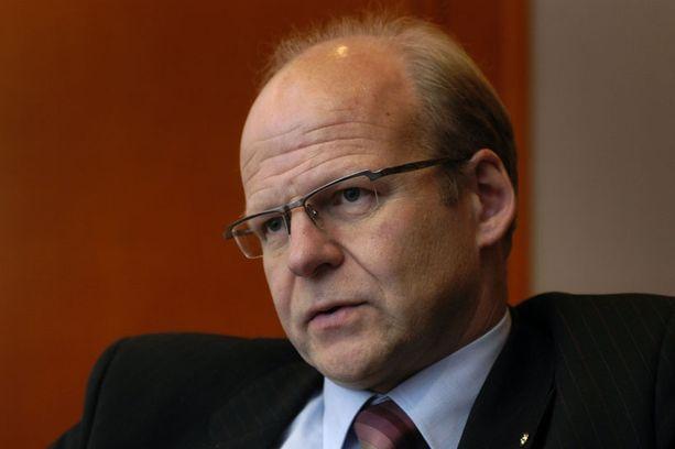 OP-Pohjolan pääjohtaja Reijo Karhisen mukaan asuntoalainat ovat tällä hetkellä liian halpoja.