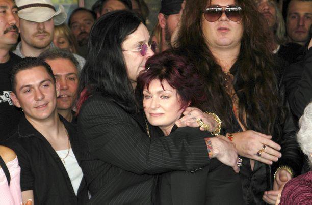 Ozzy ja Sharon Osbourne olivat keikkabussissa kohtalokkaana yönä. Vuonna 2004 Rhoads liitettiin Hollywoodin Rock Walkiin, jossa kunnioitetaan rockin suuruuksia.
