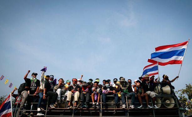 Eri puolelta Thaimaata saapuneet mielenosoittajat matkalla Bangkokiin.
