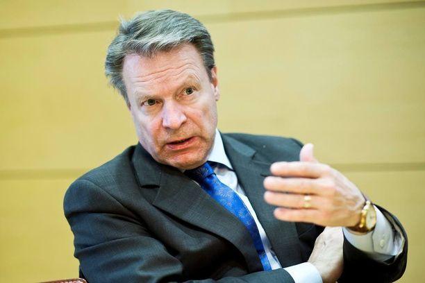 Ilkka Kanerva sanoo, että eilisistä ilmatilaloukkauksista pyydetään selvitystä Venäjältä.