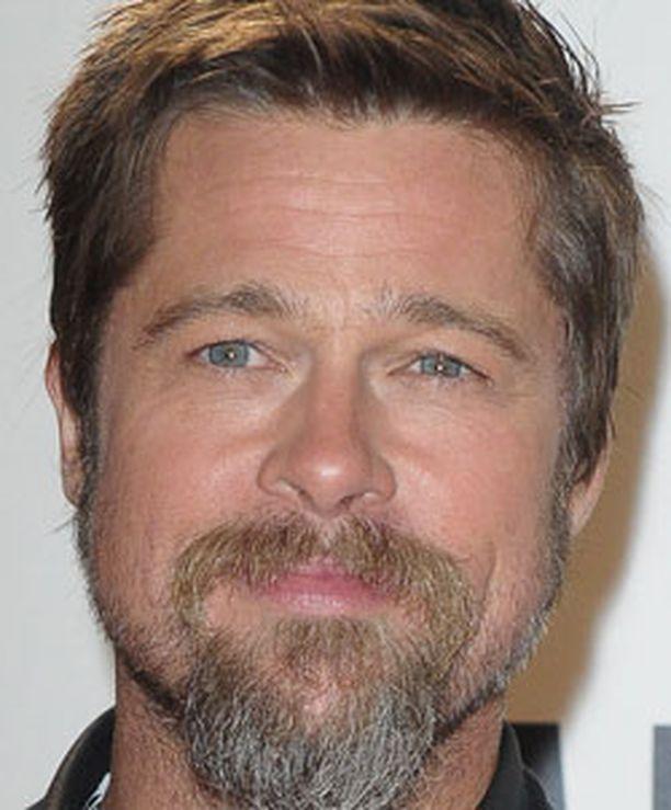 Superjulkkis Brad Pitt päätti tukea USA:ta MM-futishaussa.