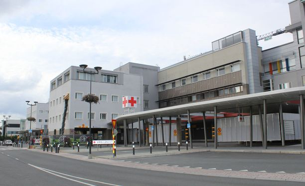 Putoaminen aiheutti miehelle kaularankavamman ja neliraajahalvauksen. Kuvassa Kuopion yliopistollinen sairaala.