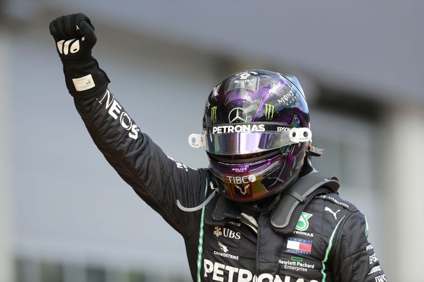 Lewis Hamilton sai ajaa leikitellen voittoon Steiermarkin GP.ssä.