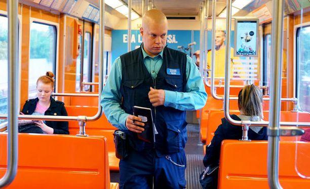 JHL:n tiistainen lakko pysäyttäisi muun muassa metroliikenteen.