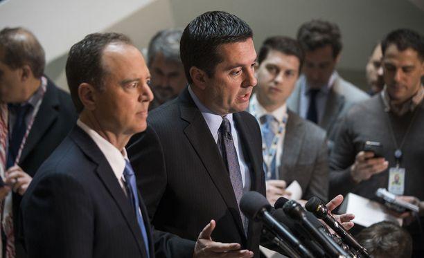 Yhdysvaltain edustajainhuoneen tiedustelukomitean puheenjohtaja, republikaani Devin Nunes ja korkein demokraattijäsen Adam Schiffovat erimielisiä Donald Trumpin kampanjan vehkeilystä Venäjän kanssa.