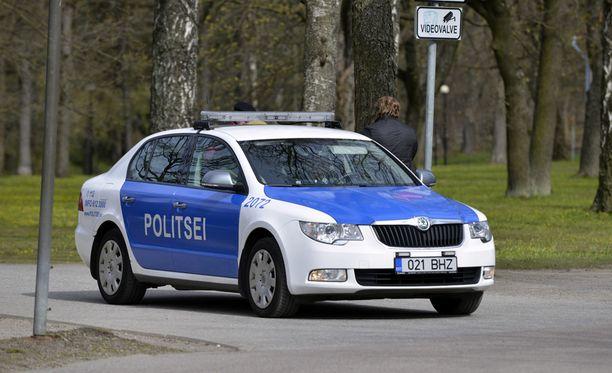 Poliisin partiot valvovat sataman takseja toimintavaltuuksiensa puitteissa.