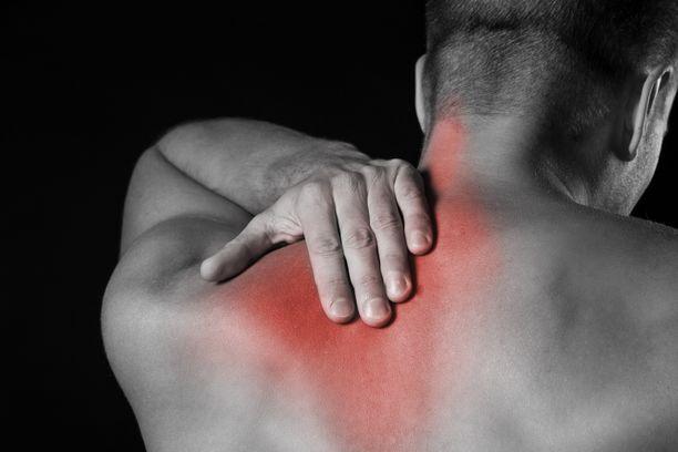 Sydänperäinen kipu voi tuntua myös kehon selkäpuolella, jossain lapojen välissä tai käsivarsissa.
