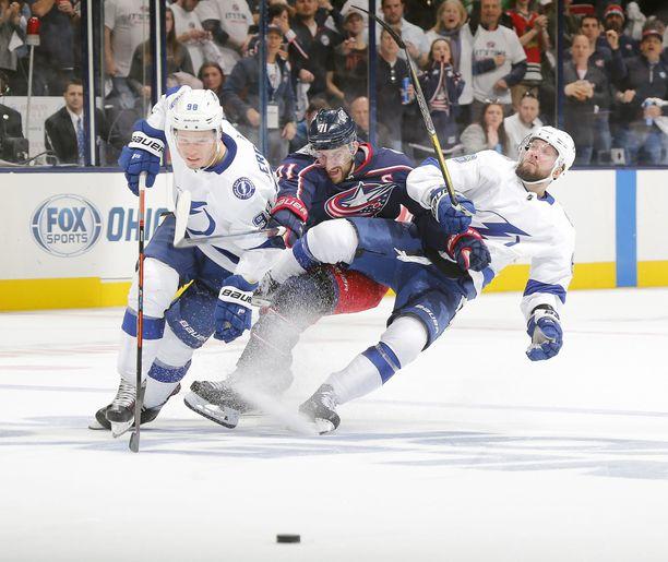 Columbus ja Tampa Bay avaavat NHL:n pudotuspelien 1. kierroksen.