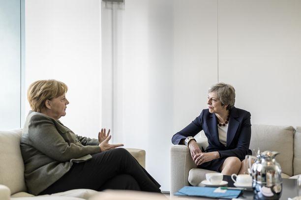 Saksan Angela Merkel ja Britannian Theresa May tapasivat tiistaina Berliinissä.