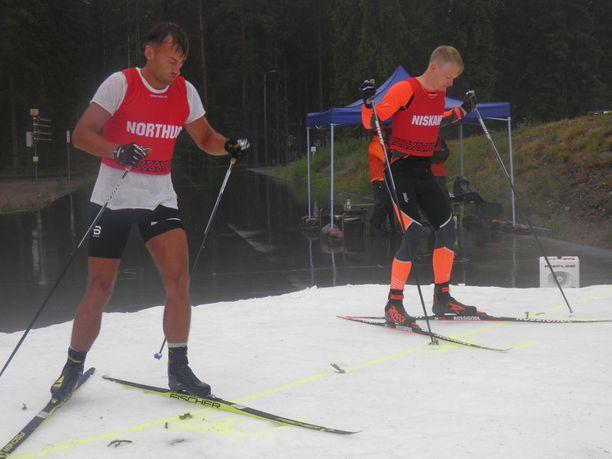 Petter Northug ja Iivo Niskanen ottivat toisistaan mittaa Lunta tupaan -hiihtokisassa.