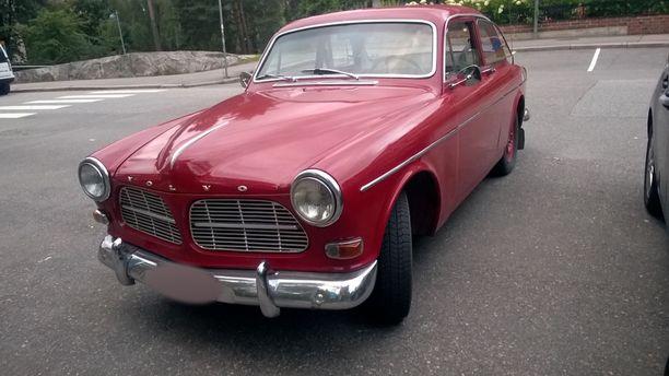 Turkka Heiska harrastaa vanhoja ajoneuvoja. Hänen Volvo Amazon joutui väkivallan kohteeksi.