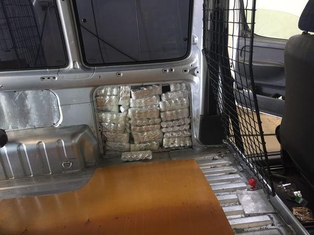 Rivotril-tabletit on salakuljetettu Suomeen henkilöautojen rakenteisiin kätkettyinä.