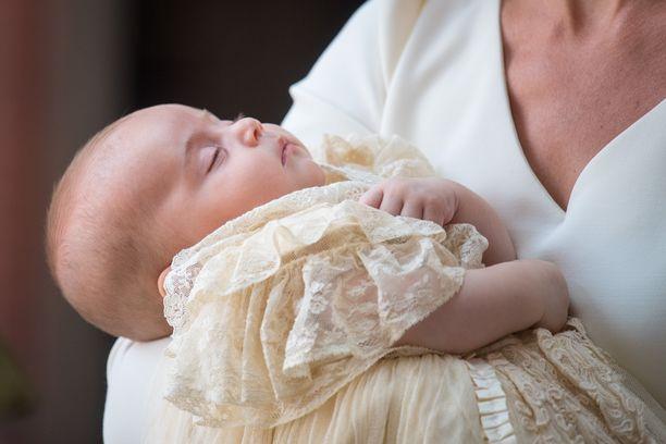 Prinssi Louis sai nimensä heinäkuussa 2018. Prinssiä on kuvailtu kiltiksi ja helpoksi vauvaksi.