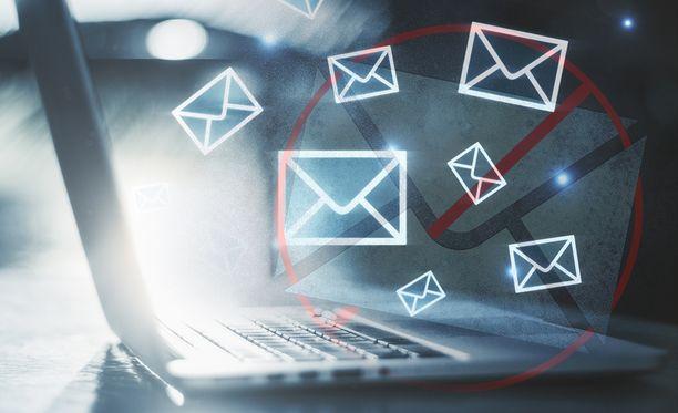 Suomi24-sähköpostin käyttäjät joutuvat vaihtamaan maksulliseen palveluun, mikäli mielivät pitää vanhan sähköpostiosoitteensa.