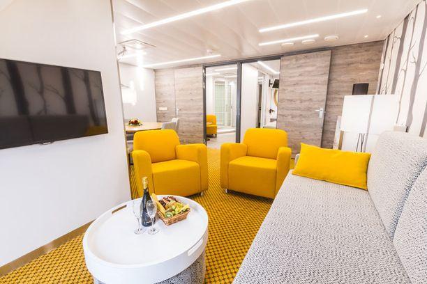Tämä Junior Suite on sisustettu syksyn väreihin.