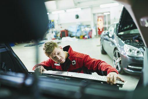 Parkkikolhun todellinen vaurio selviää usein vasta kun autoa tutkitaan korjaamolla.