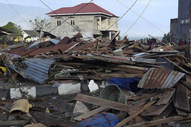 Tsunami ja maanjäristys tekivät pahaa jälkeä Palussa.