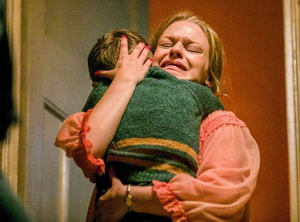 Ensimmäisessä virallisessa kuudennen kauden osassa nuoren äidin väkivaltainen liitto järkyttää sisar Mary Cynthiaa.