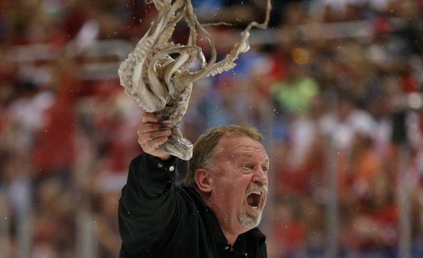 Detroitin jääkonekuski Al Sobotka heilutteli mustekalaa vuoden 2013 pudotuspeleissä.