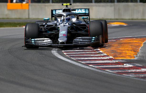 Valtteri Bottaksen Mercedes ei ole meinannut pysyä Ferrarien kyydissä tänä viikonloppuna.