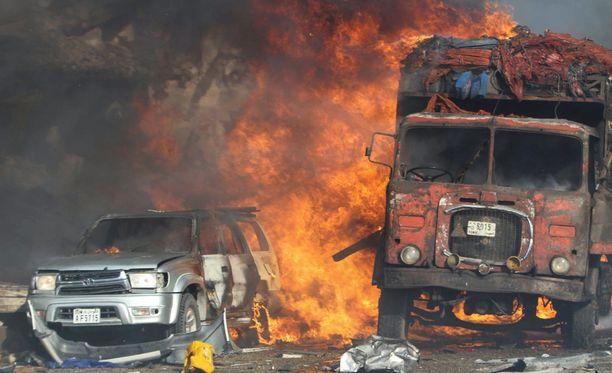 Pommi aiheutti massiivisen räjähdyksen Mogadishun keskustassa.