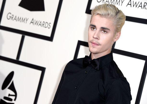 Myös Justin Bieber nähdään lavalla.
