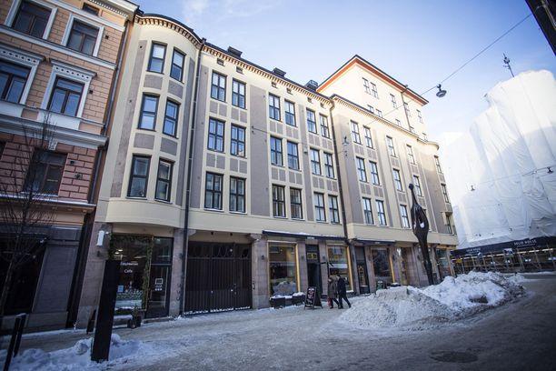 Helsingin ydinkeskustassa aivan Erottajan vieressä sijaitsevassa Iso Roobertinkatu yhdessä toimiva luvaton hotelli aiheuttaa jatkuvaa häiriötä talon asukkaille.